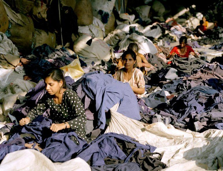 Mujeres-cosiendo-fast-fashion-768x589.jpg
